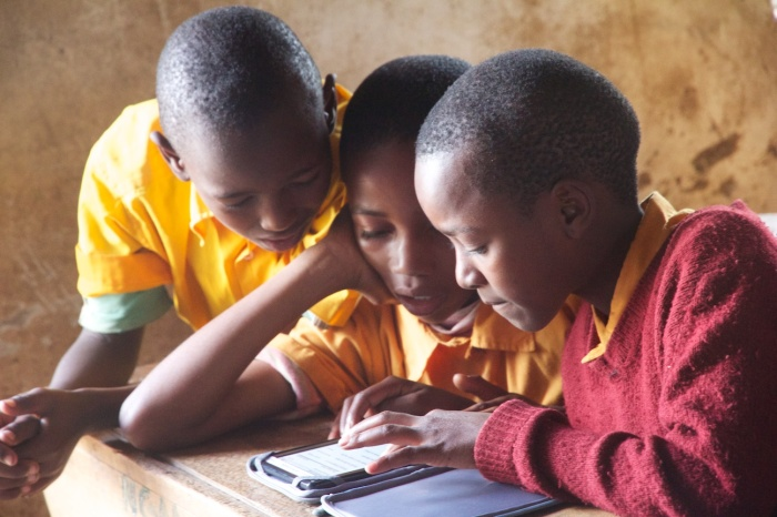 Nganana students learn how to use an e-reader. One of the first books they read was a Swahili story about Kanuki, a giraffe with the short neck.