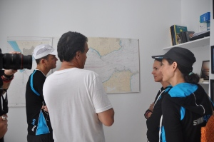 Rafa explains the complexity of the currents to the team