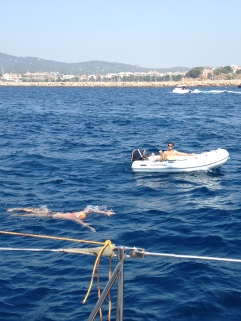 18 de julio 11:49AM - Guillermo en el agua, Esteban en la Zodiac - Sant Feliu de Guixols